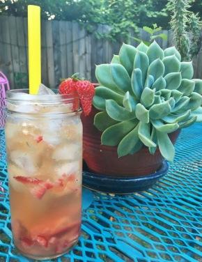 Backyard Bourbon Fizz: A Healthy(ish) SummerCocktail